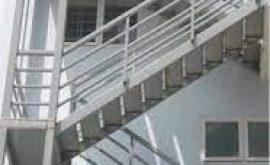 Ưu điểm thi công cầu thang sắt thoát hiểm