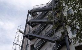 Thi công cầu thang sắt thoát hiểm Phú Nhuận