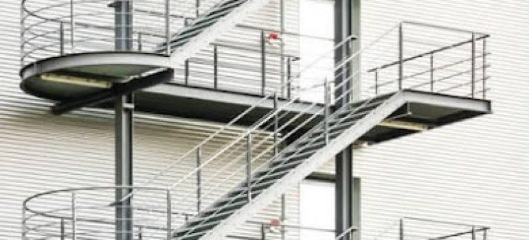 Thi công cầu thang sắt thoát hiểm giá rẻ quận 3