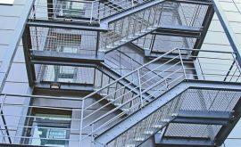 Thi công cầu thang sắt thoát hiểm quận 4