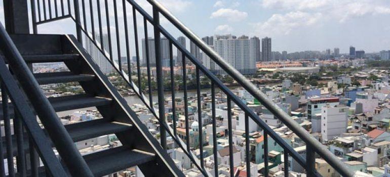 Thi công cầu thang sắt thoát hiểm tại Tân Bình