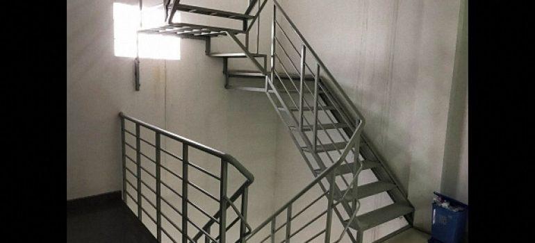 Thi công cầu thang sắt thoát hiểm ở đâu tốt