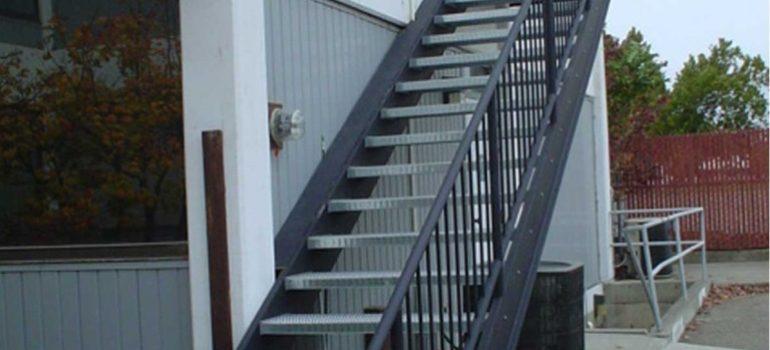 4 tiêu chí để Thi công cầu thang sắt thoát hiểm