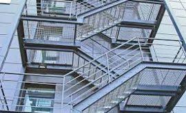 Khi nào cần thi công cầu thang sắt thoát hiểm