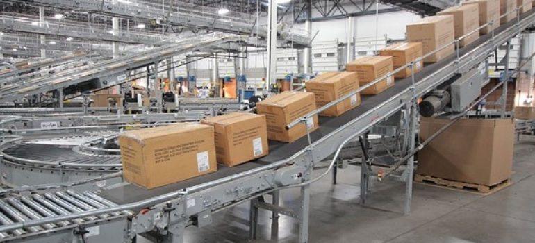 Ai nên sử dụng băng chuyền công nghiệp tải hàng hóa
